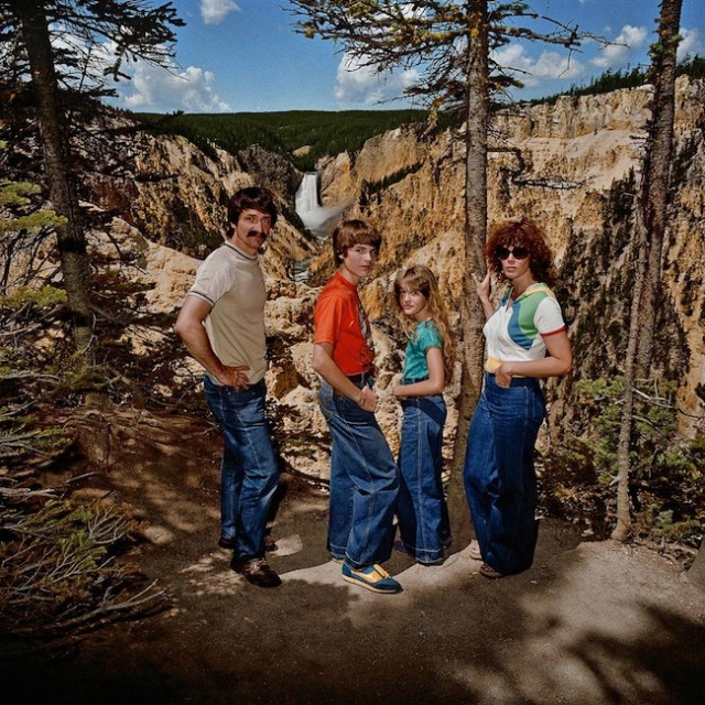Family-at-Lower-Falls-Overlook-Yellowstone-National-Park-WY-19801