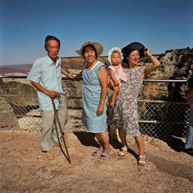 Family-at-South-Rim-Grand-Canyon-National-Park-AZ-19801