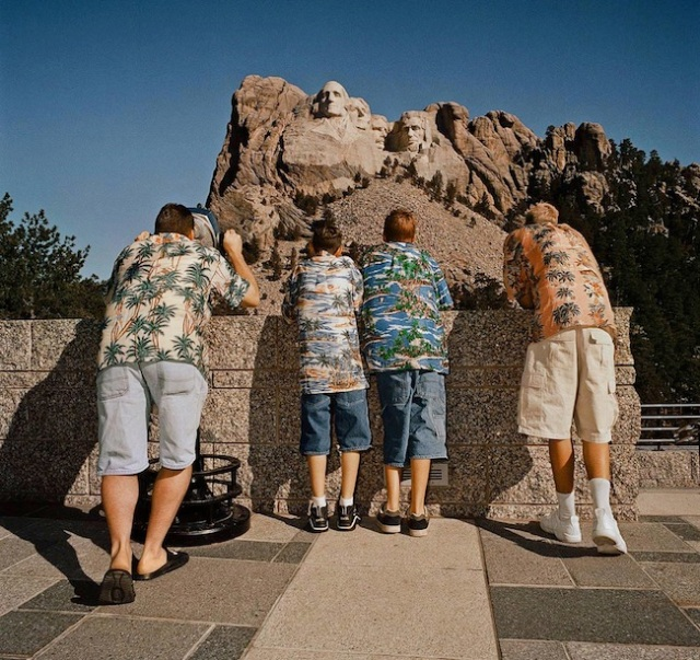 Family-Wearing-Hawaiian-Shirts-Mt.-Rushmore-SD-19981