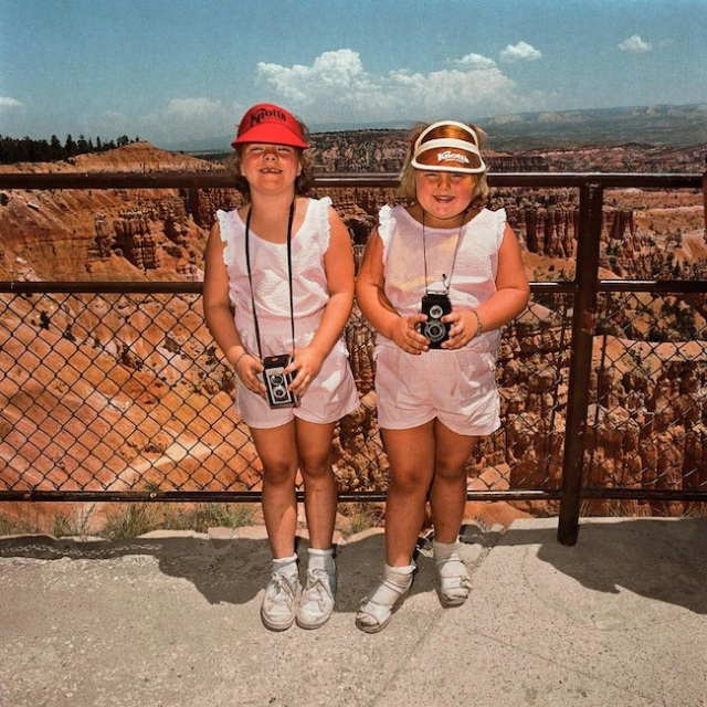 Girls-in-Matching-Pink-at-Sunset-Point-Bryce-Canyon-National-Park-UT-19801