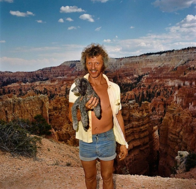 Man-with-Dog-at-Sunset-Point-Bryce-Canyon-National-Park-UT-19801